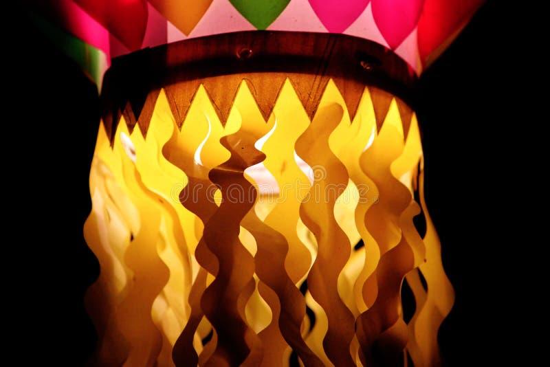 Lâmpadas decorativas coloridas durante o festival foto de stock royalty free