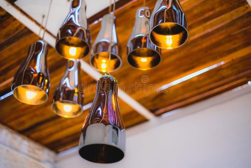 Lâmpadas do metal no teto fotos de stock