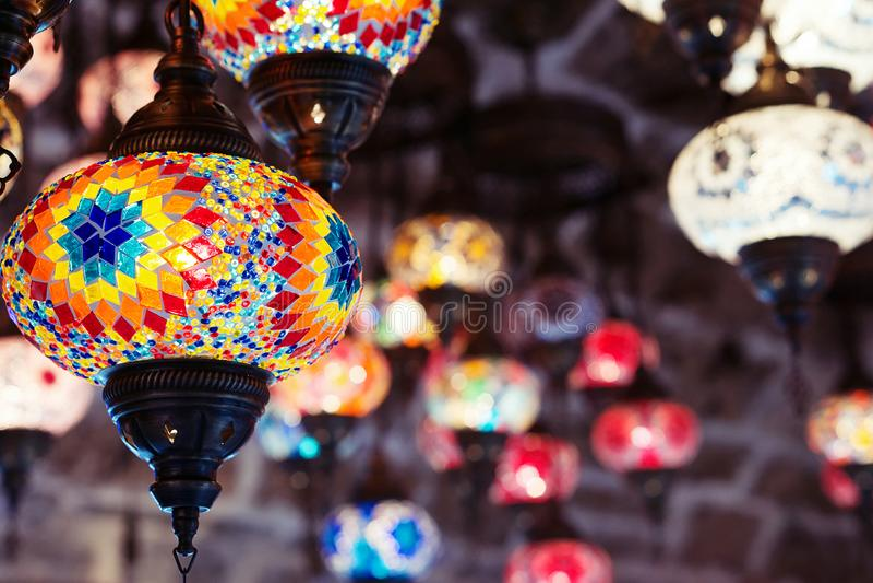 Lâmpadas e lanternas marroquinas ou turcas do mosaico fotos de stock royalty free