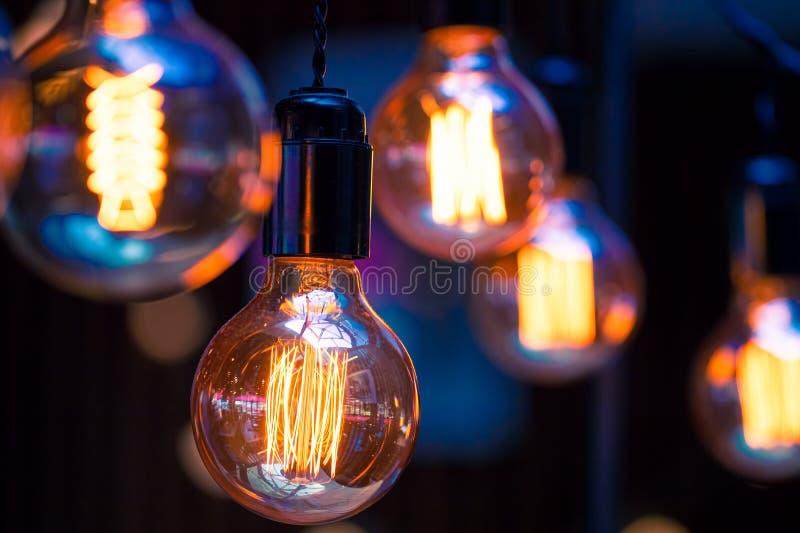 Lâmpadas retros bonitas luxuosas da luz de edison foto de stock