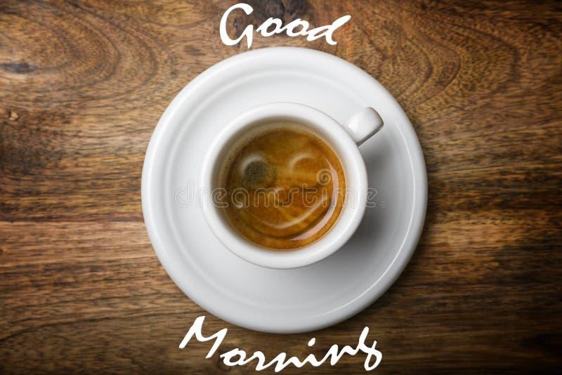Lächeln auf Kaffee lizenzfreies stockfoto