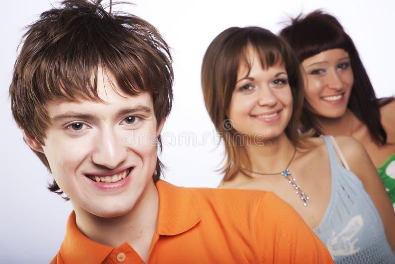 Lächeln der jungen Leute stockbild