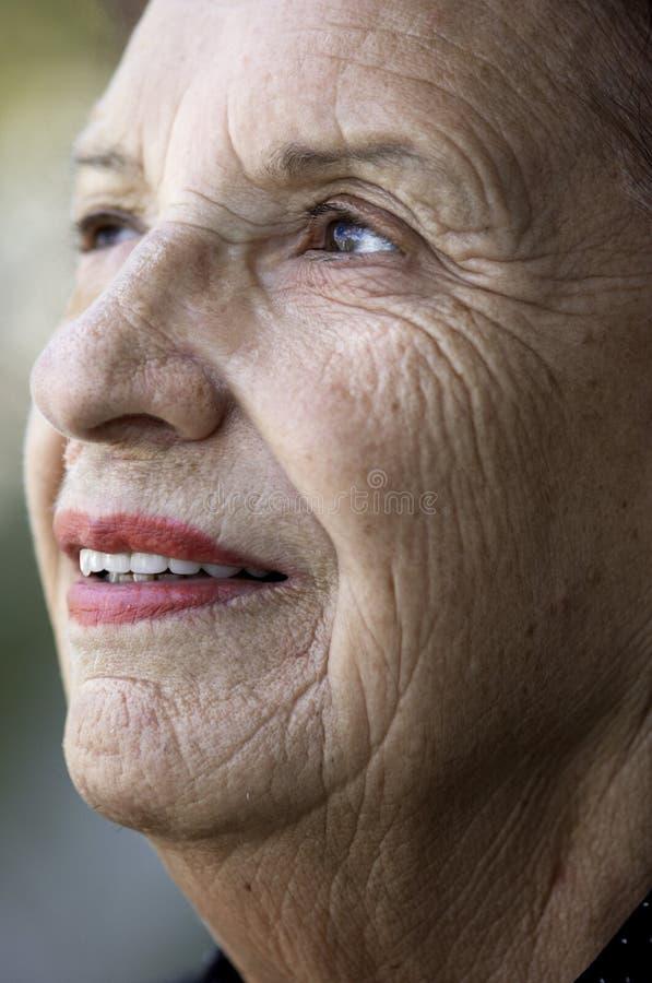 Lächeln des hohen Alters lizenzfreie stockfotografie