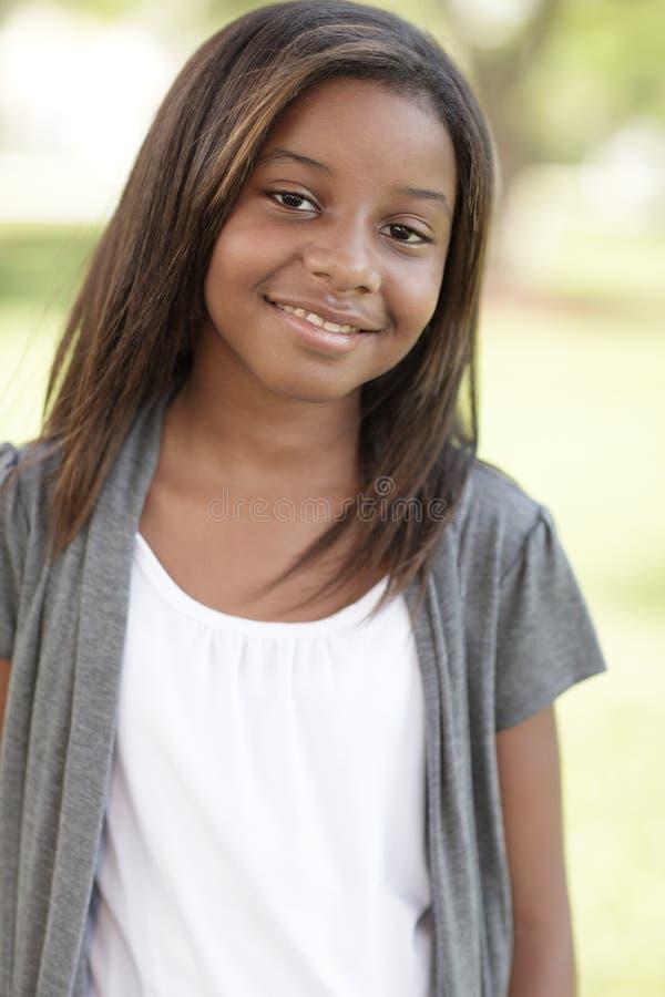 Lächeln des jungen Kindes lizenzfreie stockfotografie