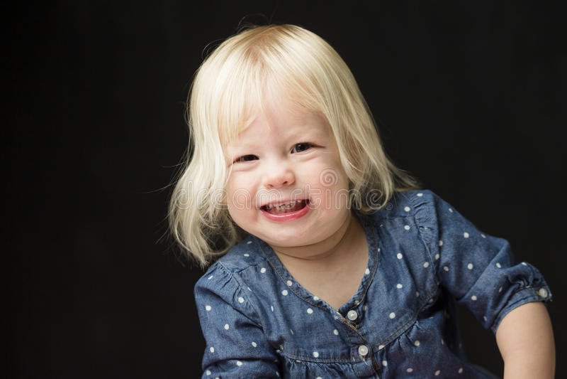 Lächeln des jungen Mädchens stockfotografie