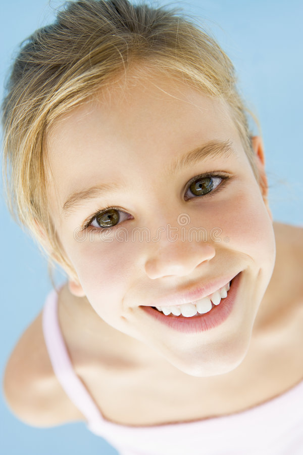 Lächeln des jungen Mädchens lizenzfreies stockfoto
