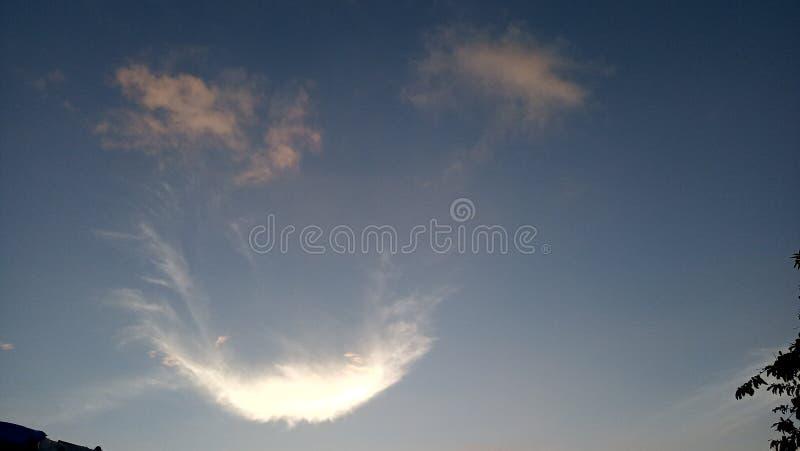 Lächeln im Himmel schön lizenzfreie stockfotos
