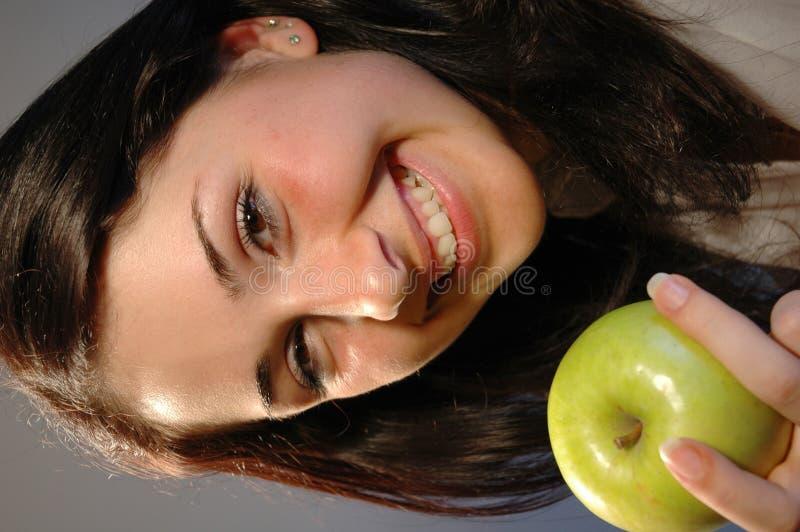 Lächeln mit Apfel stockfotografie