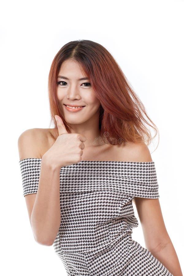 Lächeln, Positiv, freundliche Frau, die Daumen aufgibt lizenzfreie stockfotografie