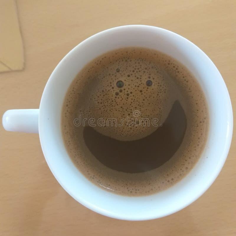 Lächeln seine Zeit für einen Kaffee stockfoto