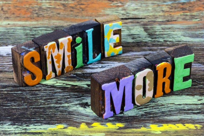 Lächeln Sie mehr glücklich genießen Leben Liebe Freundlichkeit lächeln Glück lizenzfreies stockfoto
