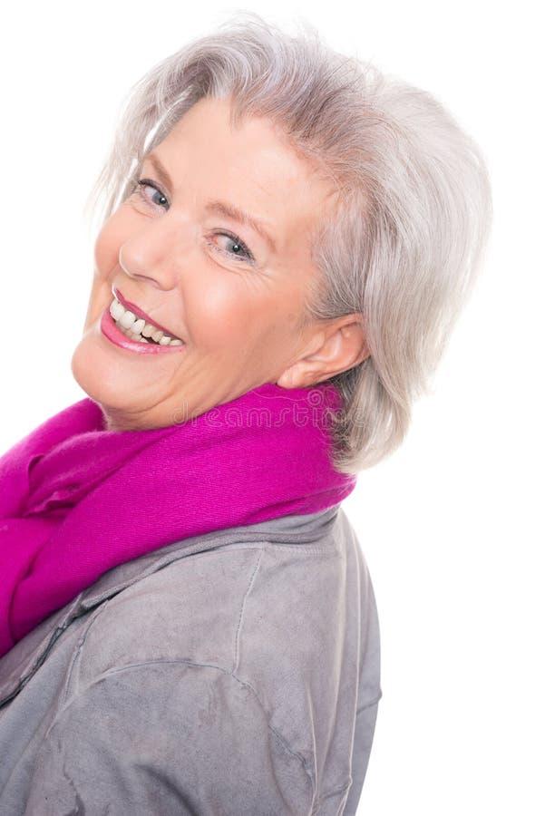 Lächelnde ältere Frau stockfotografie