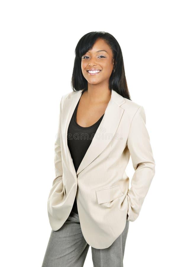 Lächelnde überzeugte schwarze Geschäftsfrau stockbild