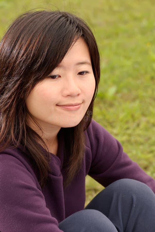 Lächelnde asiatische Schönheit stockfotos
