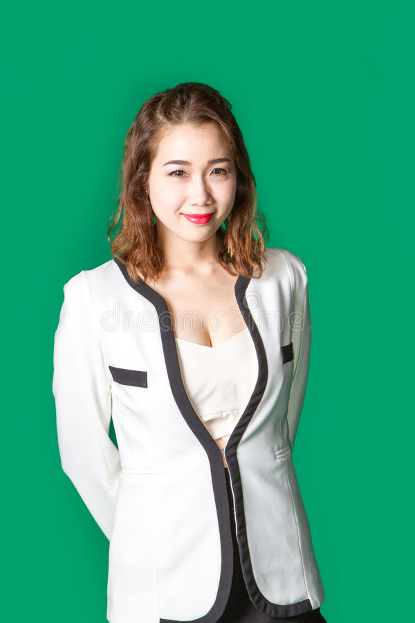 Lächelnde asiatische thailändische Dame in der Geschäftsabnutzung lizenzfreies stockfoto