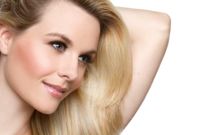 Lächelnde blonde Frau stockbilder
