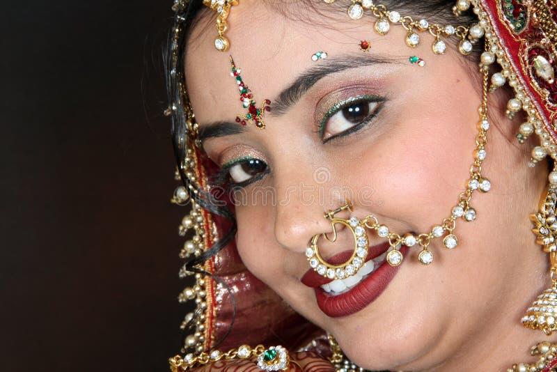 lächelnde Braut stockbilder
