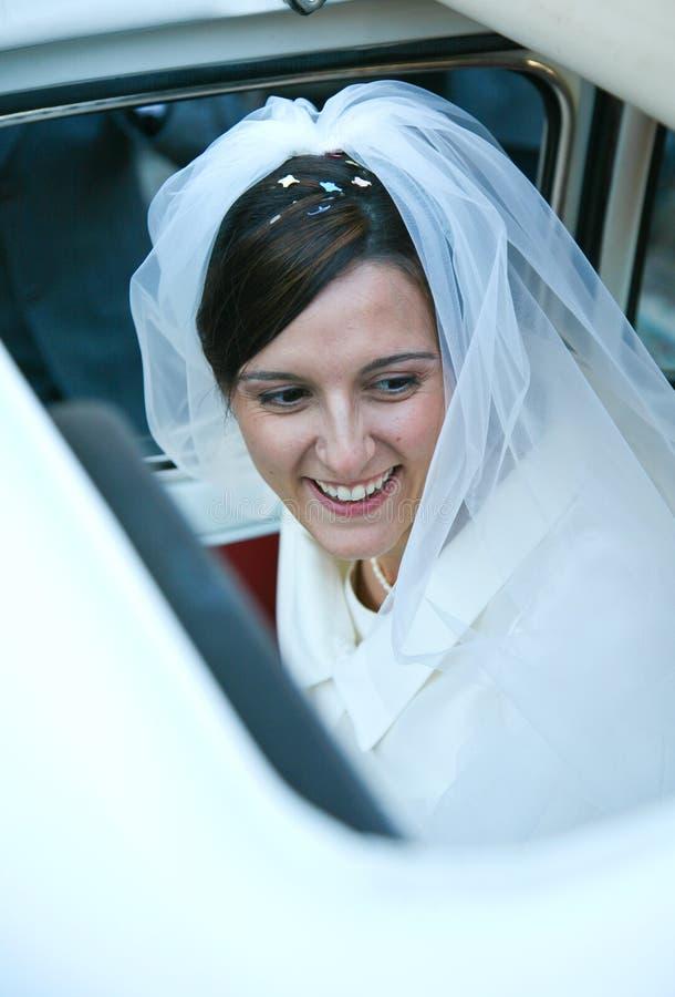 Lächelnde Braut lizenzfreie stockbilder