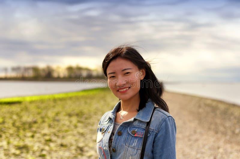 Lächelnde chinesische Frauen stockbild