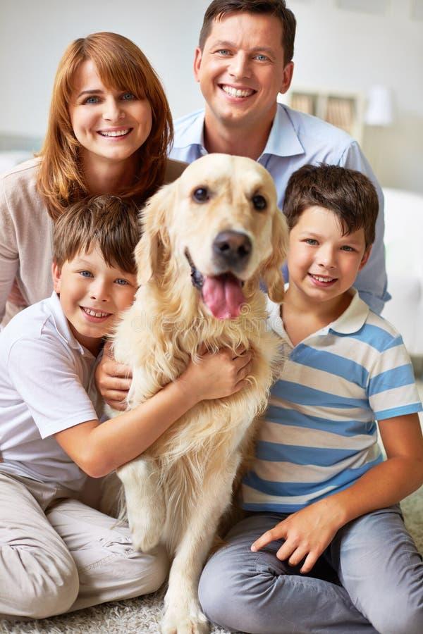 Lächelnde Familie stockfotos