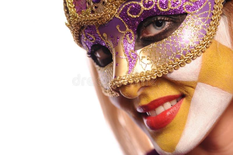 Lächelnde Frau in der halben Schablone stockbild