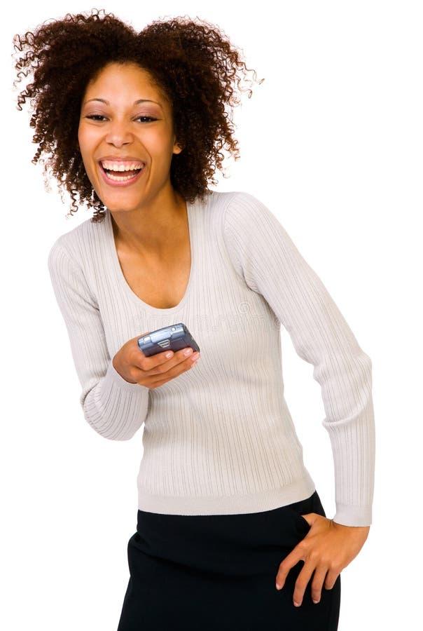 Lächelnde Frau, die PDA verwendet lizenzfreie stockbilder