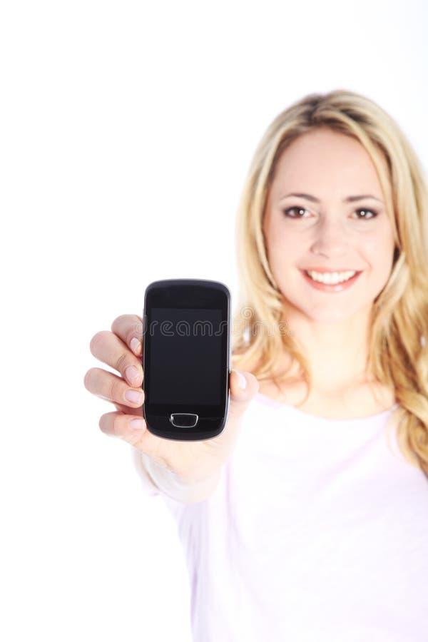 Lächelnde Frau mit einem smartphone stockfotos