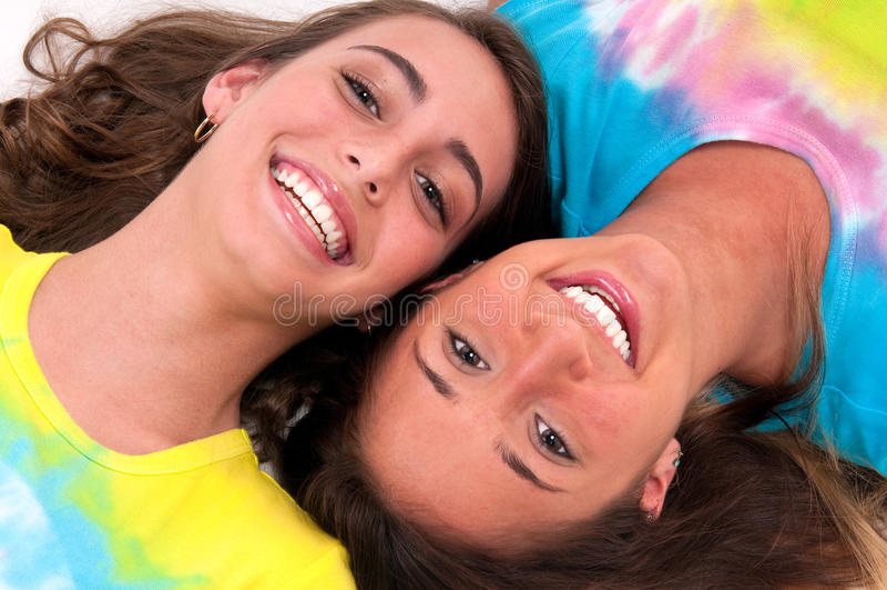 Lächelnde Freunde stockfotos
