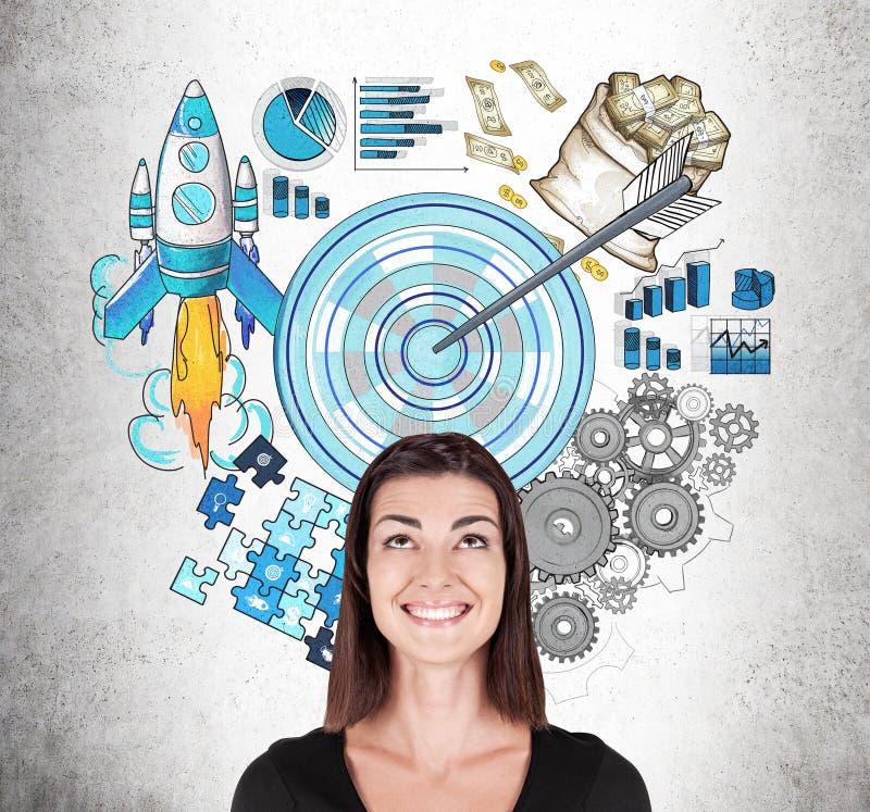 Lächelnde Geschäftsdame in der schwarzen und Startskizze stockbilder