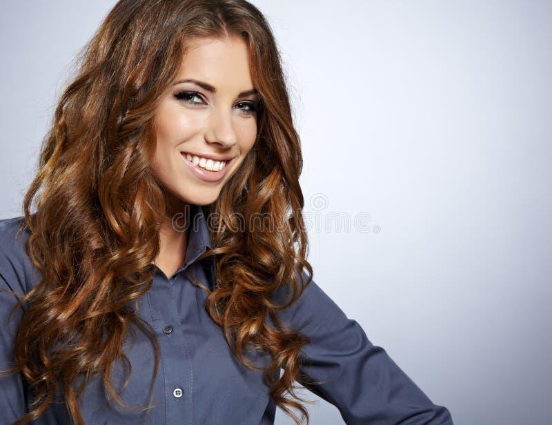 Download Lächelnde Geschäftsfrau. stockfoto. Bild von lächeln - 26371688