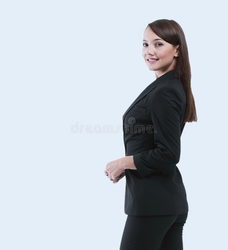 Lächelnde Geschäftsfrau, lokalisiert auf weißem Hintergrund gekreuztes AR stockfotos