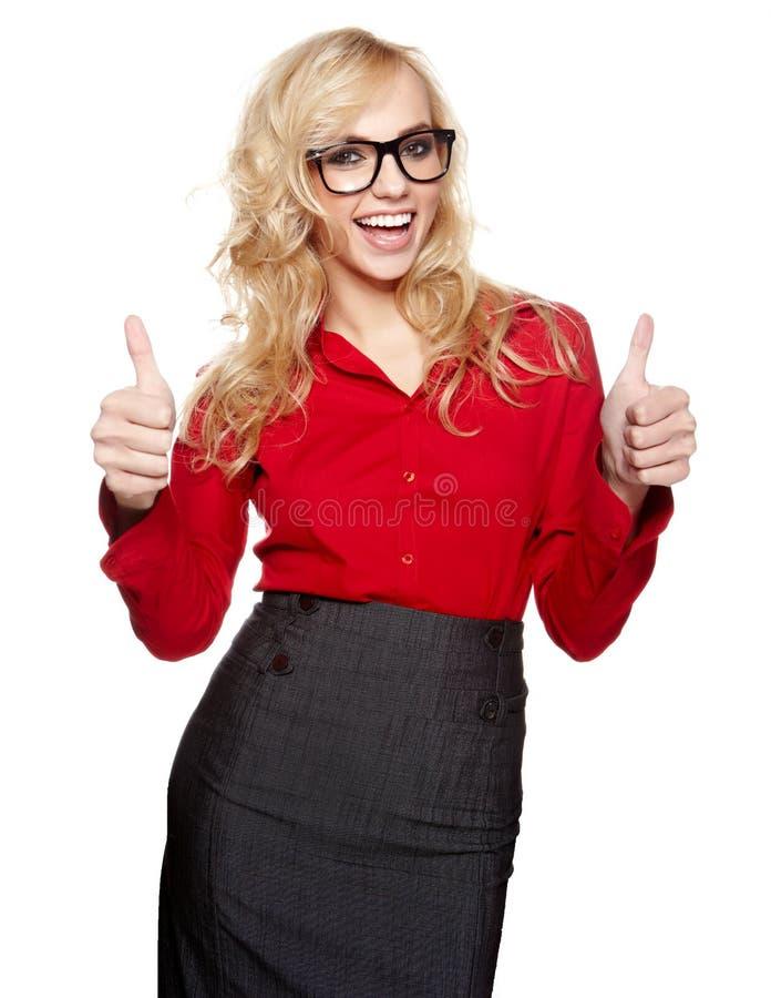 Lächelnde Geschäftsfrau mit okayhandzeichen lizenzfreie stockfotos