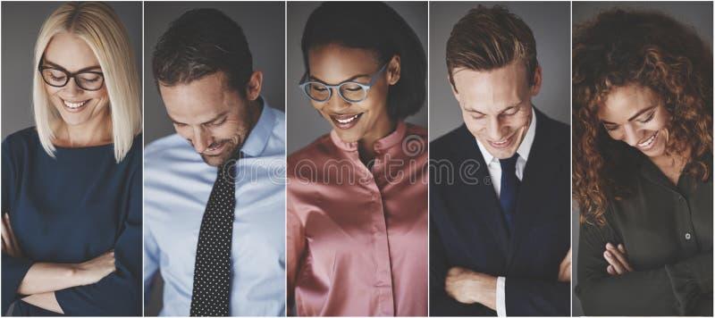 Lächelnde Gruppe verschiedene junge Geschäftsmänner und Geschäftsfrauen lizenzfreie stockbilder