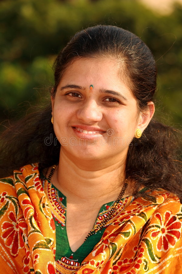 Indische Hausfrau Wird Von Göttergattem Genagelt