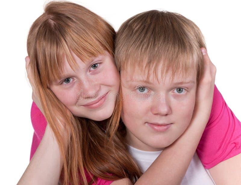 Lächelnde jugendlich Freunde stockfotografie