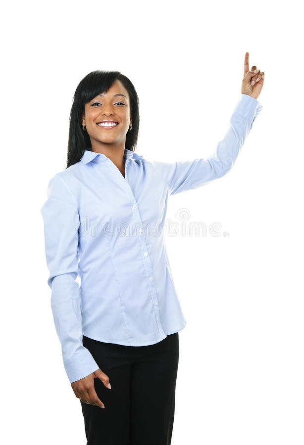 Lächelnde junge Frau, die oben zeigt stockbilder