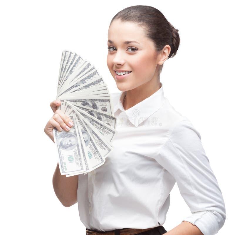 Lächelnde junge Geschäftsfrau, die Geld anhält stockbilder