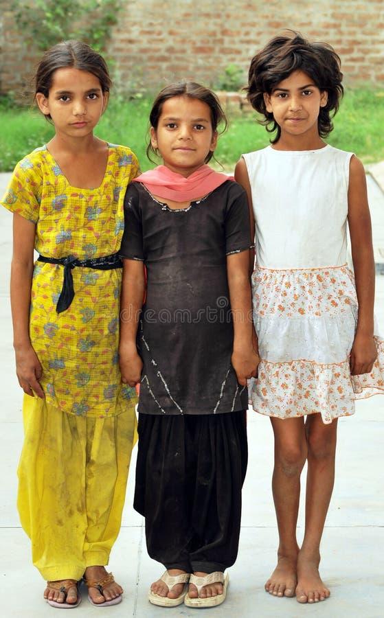 Lächelnde kleine Mädchen stockfoto