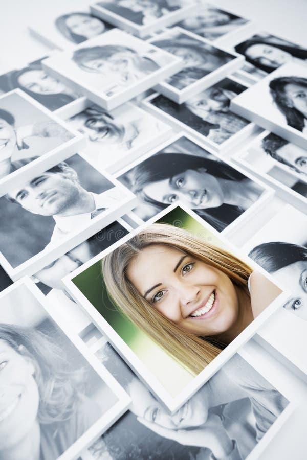 Lächelnde Leute stockbild