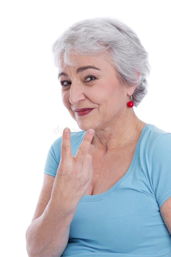 Lächelnde lokalisierte Frau macht ein Symbol mit zwei Fingern. stockfotos