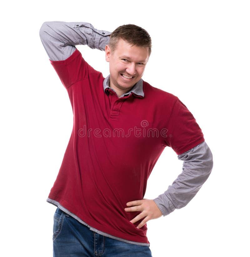 Lächelnde lustige Aufstellung des Mannes an der Kamera stockfotografie