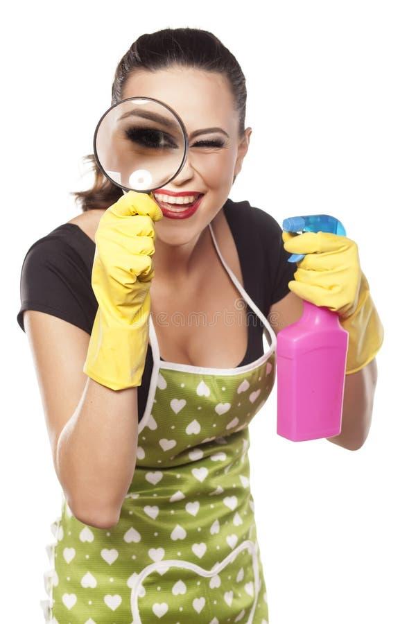 Lächelnde moderne Hausfrau stockfotos