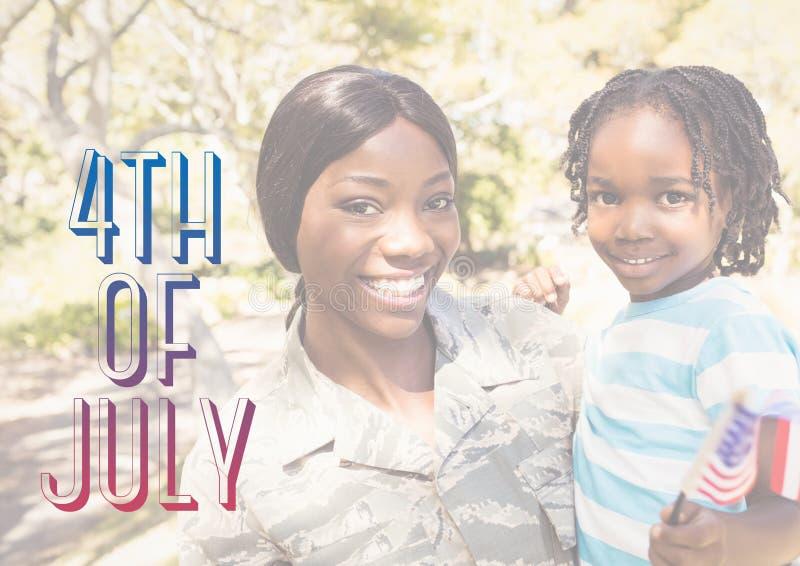 Lächelnde Mutter und Tochter für Juli 4. lizenzfreie stockbilder