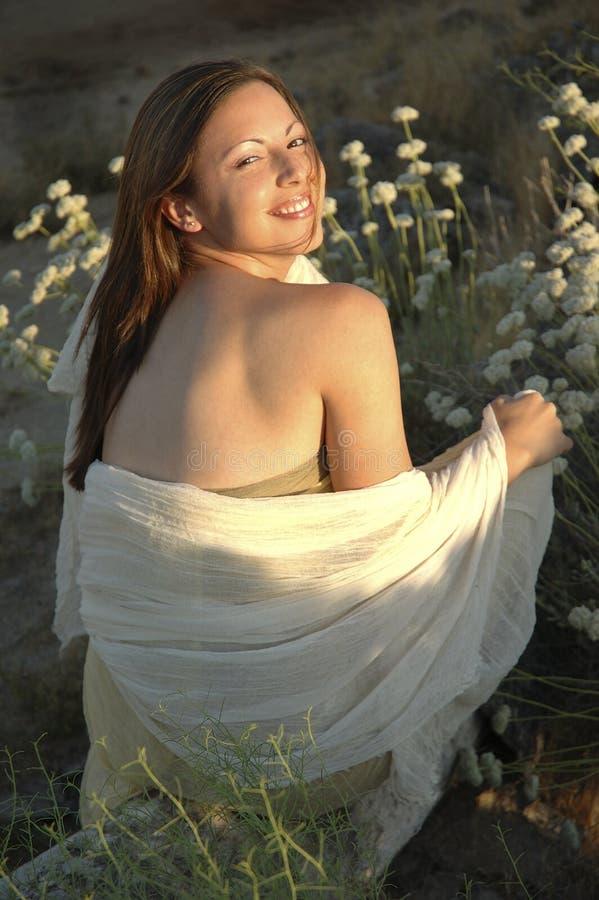 Lächelnde natürliche Schönheit lizenzfreies stockfoto