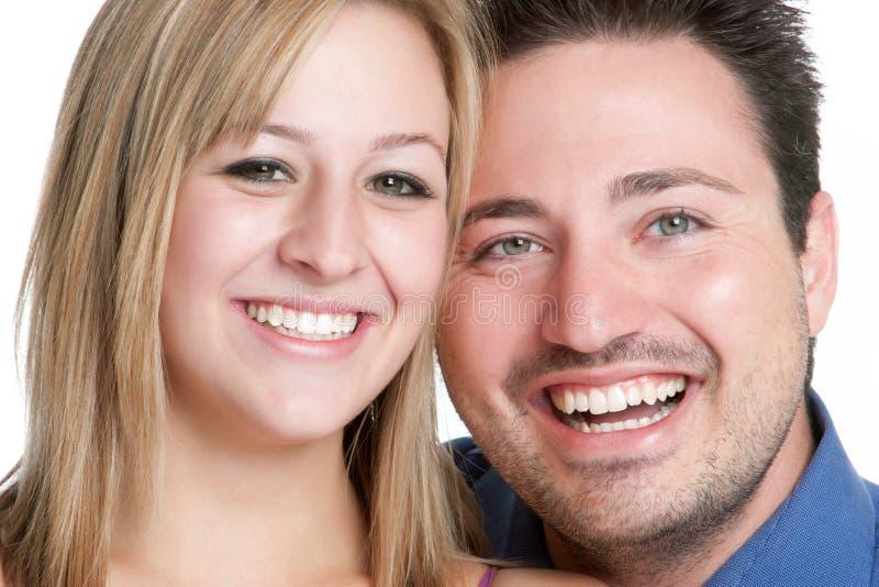 Lächelnde Paare lizenzfreie stockbilder