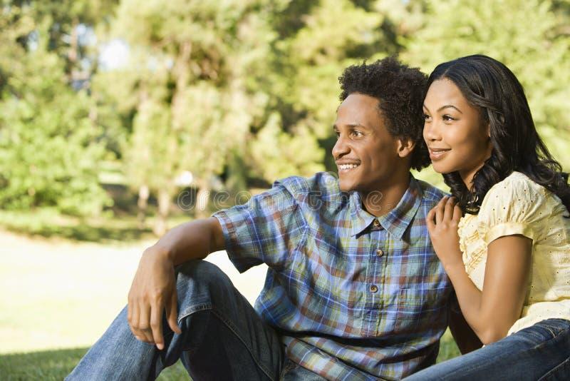 Lächelnde Paare. stockfotos