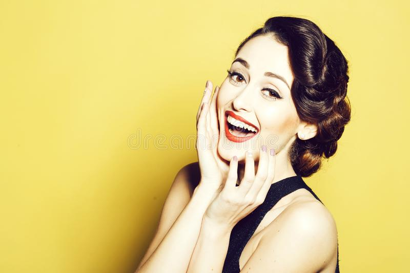 Lächelnde Retro- Frau lizenzfreies stockfoto
