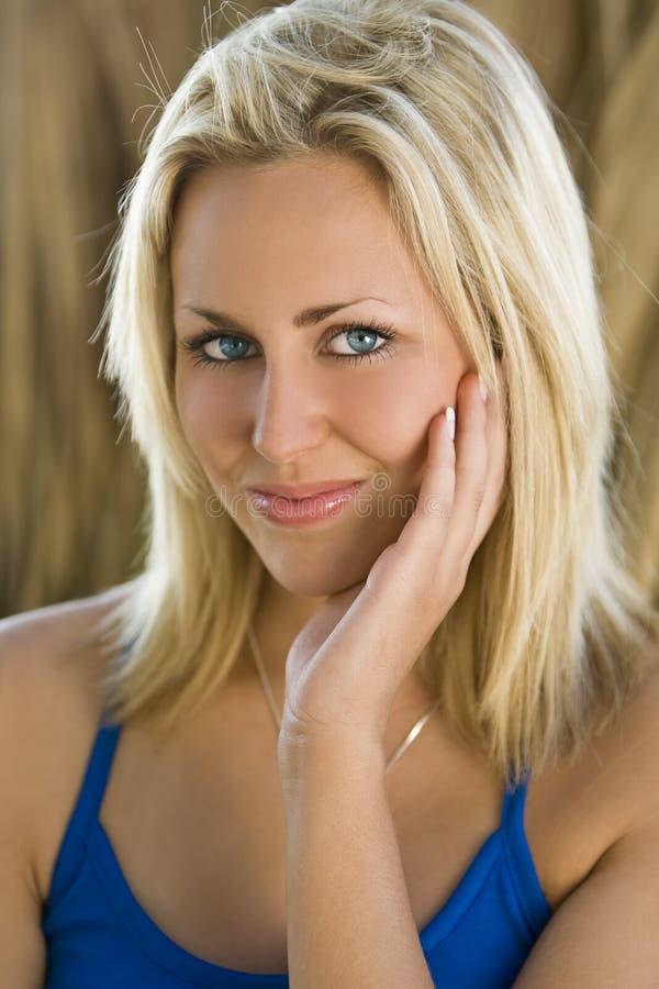Augen blau grüne weiblich blond Weiblich dunkelblonde