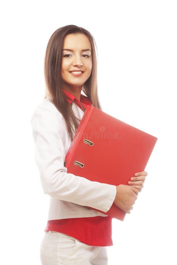 Lächelnde Studentenfrau mit Ordnern lizenzfreie stockfotografie