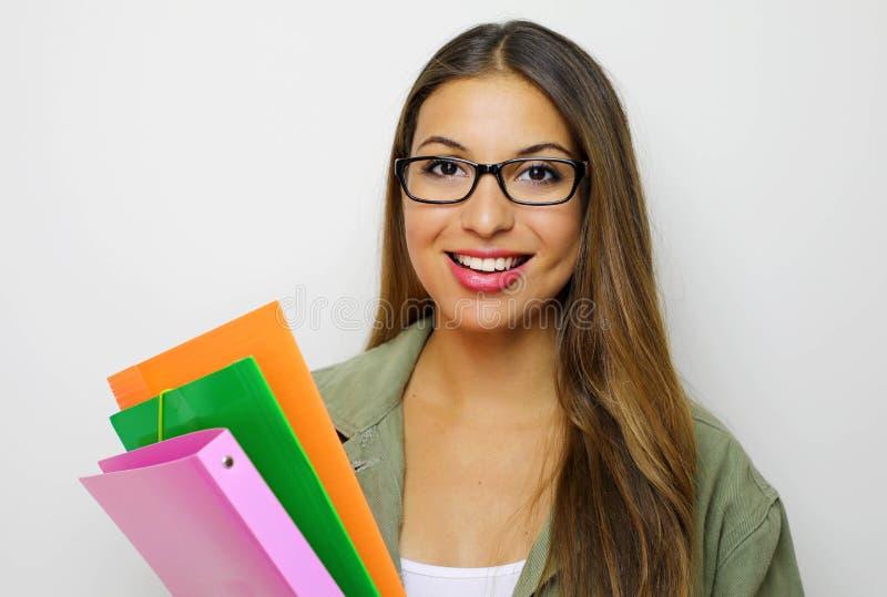 Lächelnde Studentin, Lehrer oder Geschäftsdame, die Ordner hält Lokalisiertes Studioportr?t der Gesch?ftsperson stockfoto